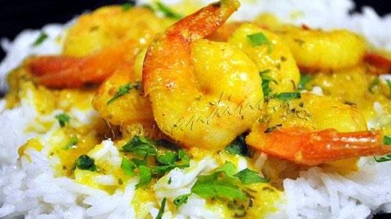 Curry de creveti cu sos de alune, lapte de cocos si usturoi