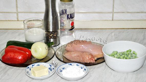 Pui colorat cu legume, in sos cremos si cosulete crocante de foietaj