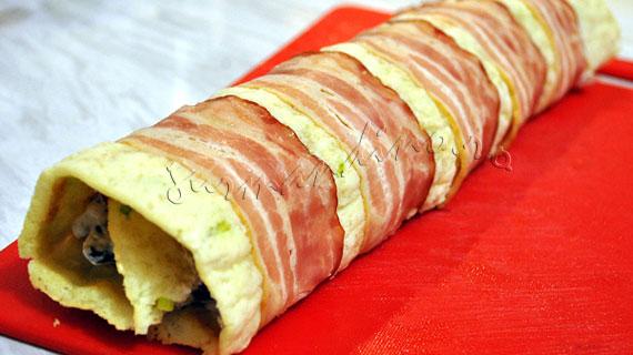 Rulada cu branza de capra, legume si bacon