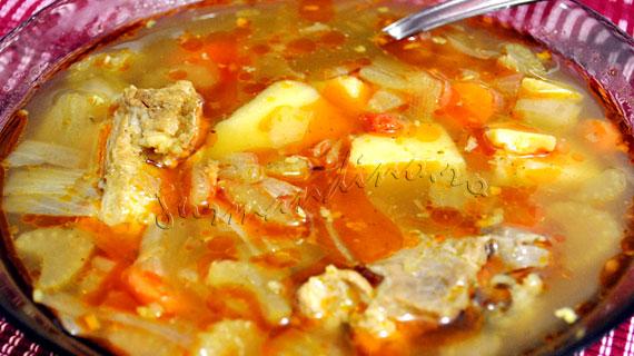 Supa gulas de porc cu legume, boia si chimen