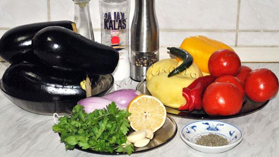 Saksuka - Salata turceasca de vinete cu rosii, usturoi si cartofi prajiti