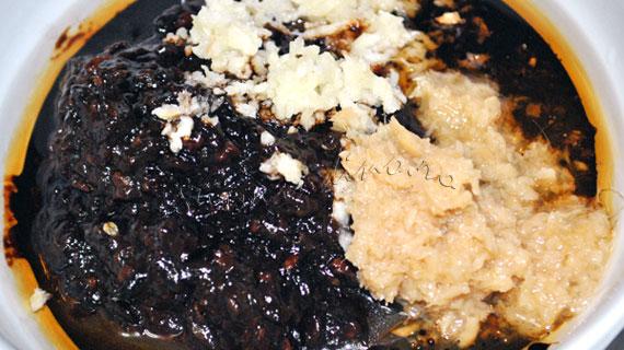 Cotlete de porc in stil chinezesc, la gratar, marinate cu sos de fasole neagra, usturoi si ghimbir