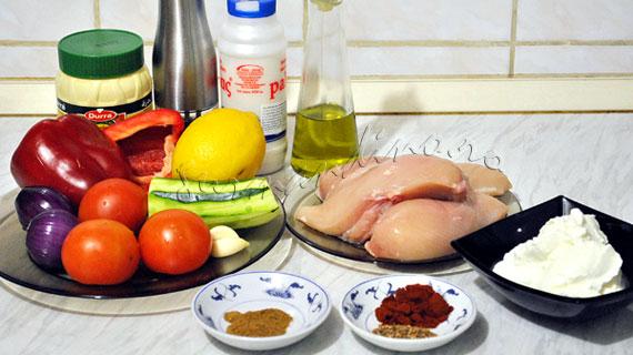 Frigarui de pui cu legume & sos de iaurt cu tahini