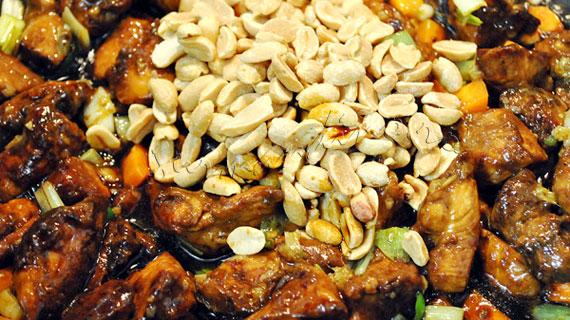 Pui Gong Bao - pui chinezesc picant cu legume si alune