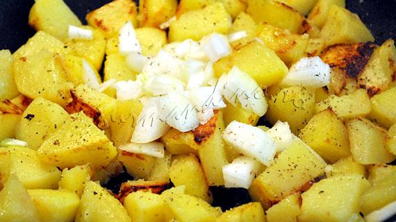 Salata calda de cartofi cu somon afumat si vinegreta cu patrunjel si lamaie