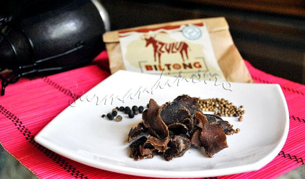 Biltong - snack din carne de vita condimentata si uscata la vant