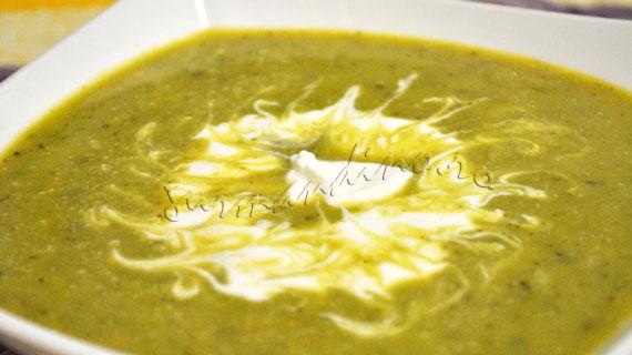 Supa crema de mazare cu menta si ceapa verde