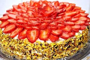 Tort-capsune-sampanie9th