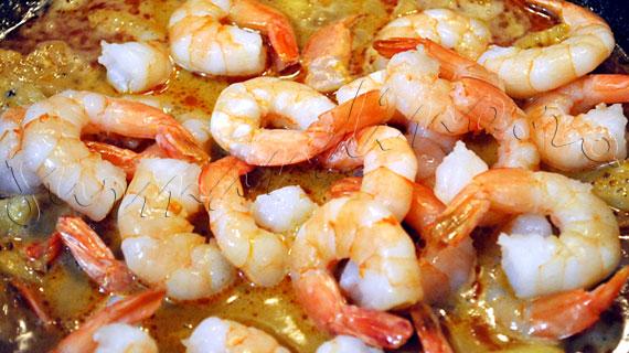 Curry rosu de creveti cu lapte de cocos si ananas