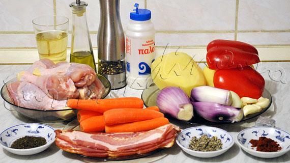 Pui cu bacon si legume la cuptor