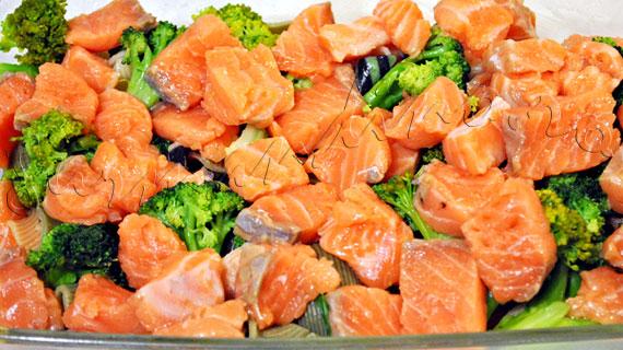 Reteta de gratin de paste cu somon, broccoli, ansoa si rosii uscate in soare