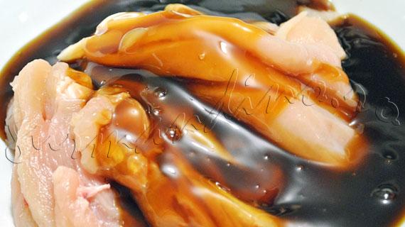Pui Teriyaki, reteta japoneza de pui in sos dulceag si lipicios