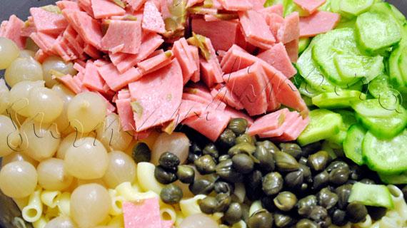 Reteta de salata italiana cu paste, mortadella, capere si sos de mustar cu iaurt