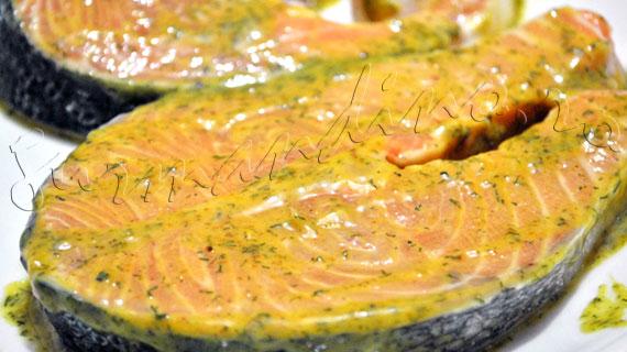 Reteta de somon la gratar cu sos de mustar si marar