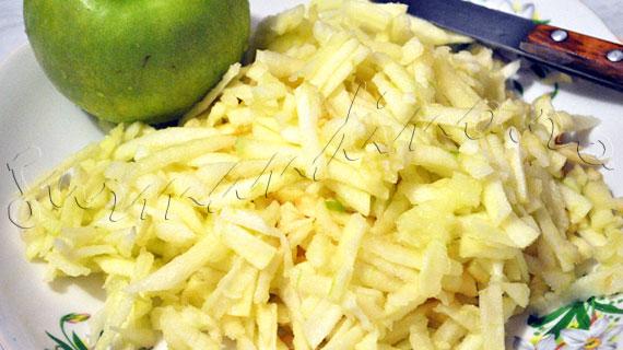 Reteta de placinta rapida cu mere, cu foi de placinta, scortisoara, vanilie si rom