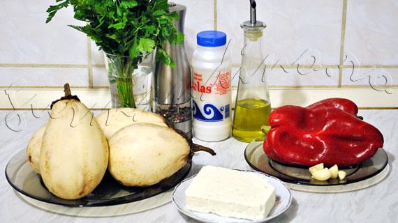 Reteta greceasca de vinete impanate cu feta, ardei copt si usturoi