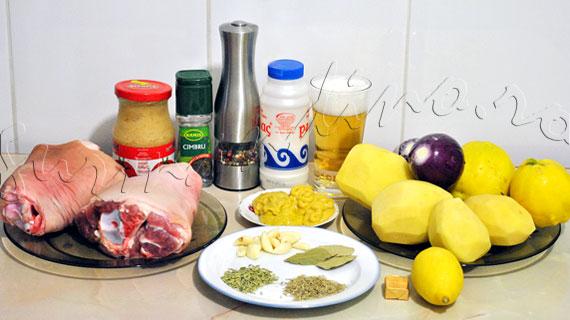 Reteta de rasol de porc la cuptor, cu ierburi, miere si bere, pe pat de cartofi si gutui