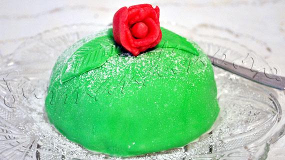 Tortul printesei - reteta suedeza de tort cu crema de vanilie, gem, frisca si martipan