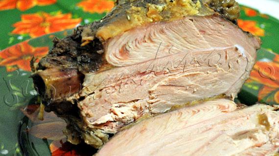 Reteta de friptura de curcan - pulpe de curcan la cuptor, in sos de vin rosu cu oregano, cimbru si rozmarin