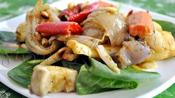 Reteta italieneasca de garnitura - Legume la cuptor cu sos pesto, spanac proaspat si muguri de pin