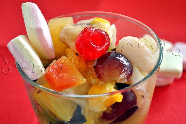 Reteta de salata de fructe de iarna - cu banane, kiwi, struguri, portocale si fructe exotice