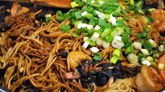 Reteta de taietei chinezesti cu creveti, muguri de bambus si ciuperci urechi de lemn