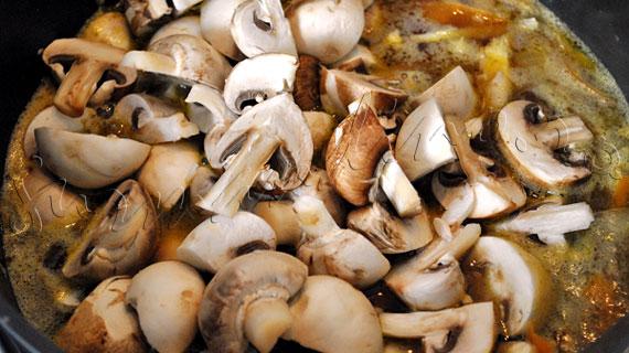 "Reteta de supa de ciuperci (champignon si pleurotus) cu chimen si ""tagliatelle"" din legume"