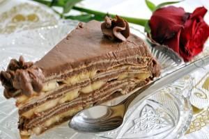 Reteta de tort din clatite cu banane si crema de ciocolata