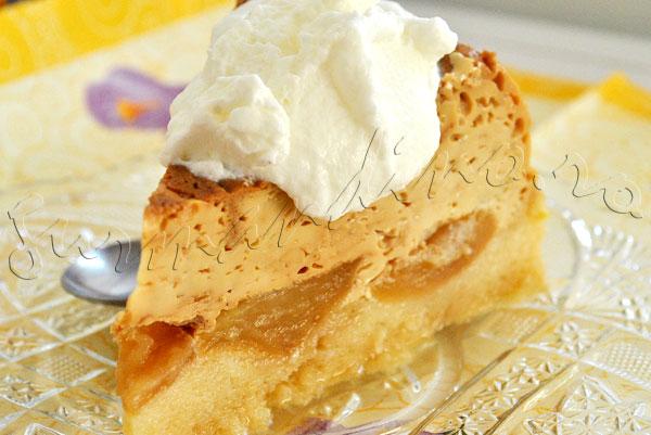 Reteta tort de mere cu crema de zahar ars si blat pufos de pandispan