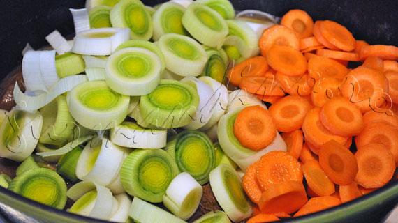 Reteta de mancare de praz cu vita, morcov si chimen