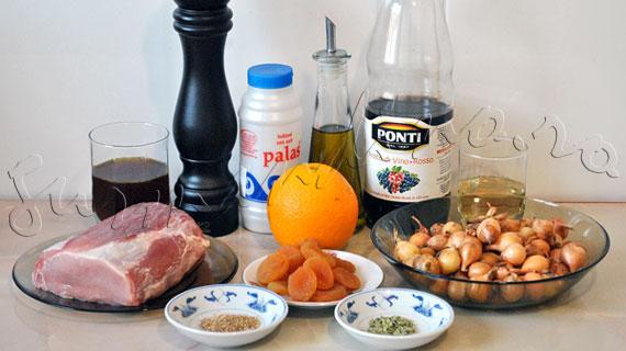 Friptura din muschi de porc cu arpagic (ceapa) si caise
