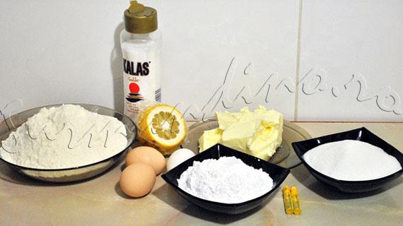 Reteta de biscuiti fragezi cu aroma de vanilie (optional, glazurati cu zahar)