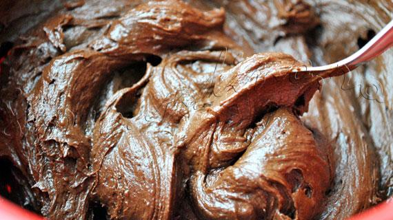 """Reteta de cupcakes cu crema de ciocolata si mascarpone / cupcakes """"Cuiburi cu oua"""" de Paste"""