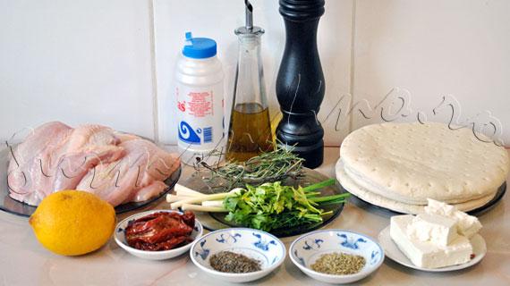Reteta pui cipriot à la Jamie Oliver - pui umplut cu feta, rosii uscate si ierburi, acompaniat de pita cu oregano