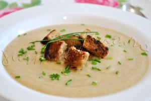 Reteta de supa crema de telina cu crutoane cu usturoi, facute in casa