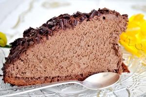 Reteta de tort - Dom din mousse de ciocolata cu crema de frisca cu cacao si carlionti de ciocolata