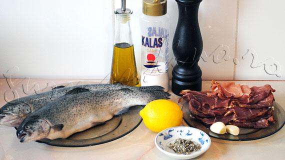 Reteta peste la cuptor - Pastrav cu salvie si usturoi, invelit in sunca crud-uscata ori prosciutto