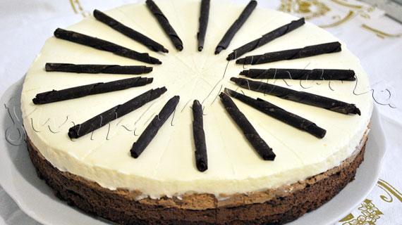 Reteta tort trio mousse de ciocolata neagra, ciocolata cu lapte si ciocolata alba