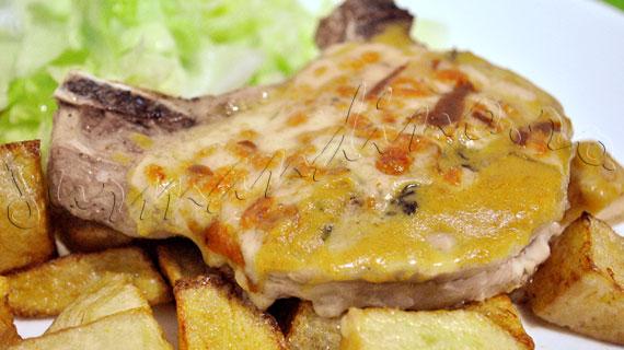 Reteta de friptura - Cotlete de porc cu branza Cedar, caise si mustar