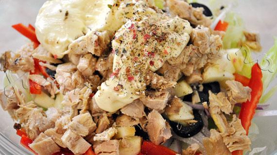 Reteta de salata de pui cu telina, iceberg, mar, maioneza si sos de prune