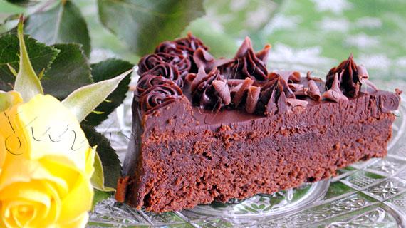 Reteta rapida de tort - Tort de ciocolata cu Grand Marnier si ganache (crema de ciocolata cu smantana)