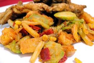 Reteta de garnitura de legume - Stir-fry de cartofi, fasole, ardei si porumb