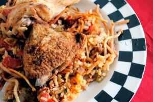Arroz con Pollo - reteta spaniola de orez cu pui, paste si legume