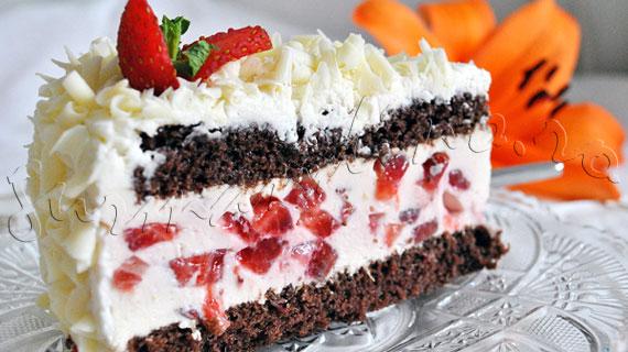 Reteta de Tort Tiramisu cu blat cu cacao, crema cu mascarpone, capsune si ciocolata