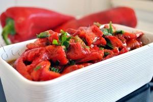 Salata-ardei-copti-usturoi3