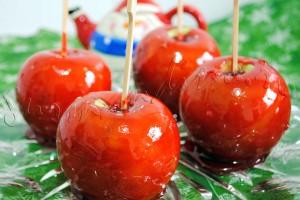 Reteta dulciuri de sarbatori - Mere glazurate pe bat