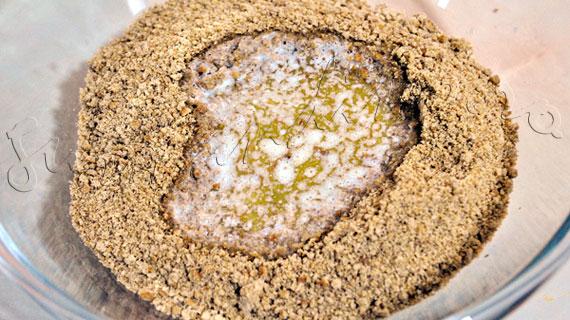 Reteta de Tort cu banana, crema de branza si iaurt, mousse de kiwi si fulgi de migdala