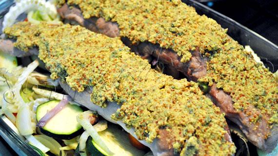 Reteta de friptura la cuptor: Muschiulet de porc in crusta, cu fenicul, rosii, dovlecei si praz