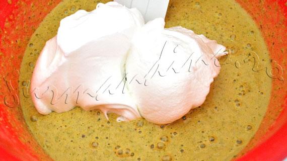 Reteta de Tort cu fistic si migdale, jeleu de capsune si crema bavareza