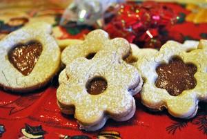 Prajiturele Craciun: Reteta Biscui?i Linzer - cu nuci macinate si gem